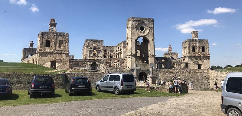 Zamek Krzyżtopór w Ujeździe - front