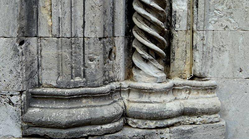 Romańskie bazy kolumn